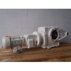 2,5 RPM 0,37 KW  1160 Nm  1 : 558 Flender. USED.