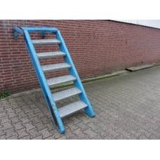 Stalen trap, 126 cm hoog 60 cm breed.