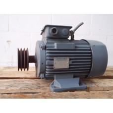 .1,1 KW / 4,5 KW   715 RPM / 1450 RPM  VEM Gebruikt
