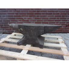 Aambeeld Amboss Anvil 220 kilo. Used.