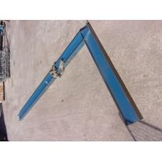 Draagarm stelling, 2 x staander 4 meter hoog. Gebruikt.