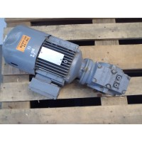 116 RPM 1,1 KW As 30 mm SEW Eurodrive  geremd NIEUW.