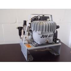 Jun air 3-1,5 fluisterstil. Ideaal voor airbrush. Gebruikt.