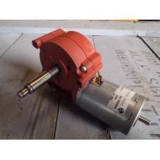 40 RPM bij 12 volt - 80 RPM bij 24 volt. Buhler.